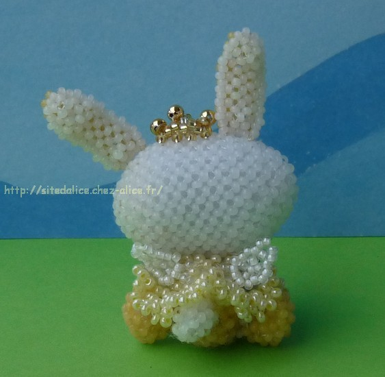 http://paysalice.free.fr//Albums/Perles/Divers/lapin%20ange%20peluche%20oeuf%20dos.jpg