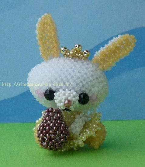 http://paysalice.free.fr//Albums/Perles/Divers/lapin%20ange%20peluche%20oeuf.jpg