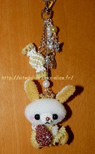 http://paysalice.free.fr//Albums/Perles/Divers/lapin%20oeuf%20breloques1.jpg