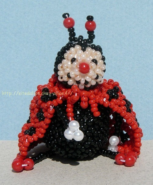 http://paysalice.free.fr//Albums/Perles/Tissage%20animaux/coccinelle2%20els0304.jpg