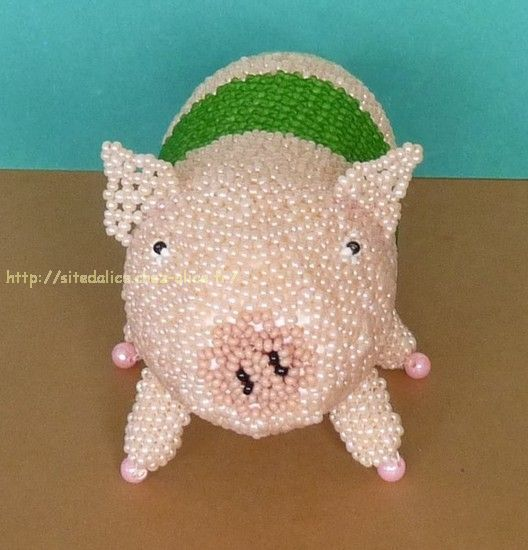 http://paysalice.free.fr//Albums/Perles/Tissage%20animaux/cochon1%20st1009.jpg