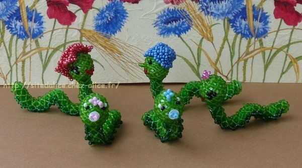 http://paysalice.free.fr//Albums/Perles/Tissage%20animaux/famille%20vers%20els0905.jpg