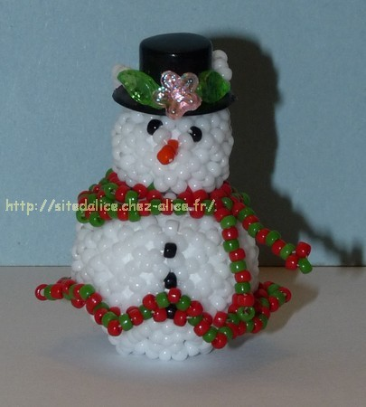 http://paysalice.free.fr//Albums/Perles/Tissage%20persos/bonhomme%20neige%20miss%20polly916.jpg