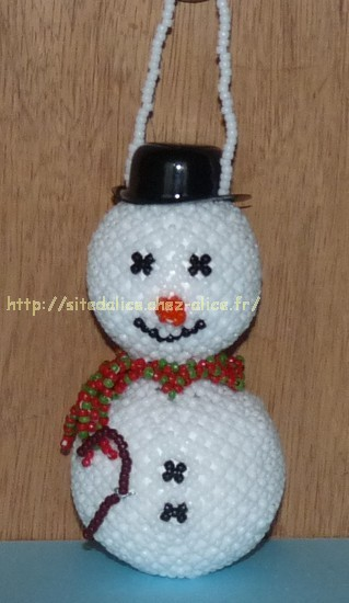 http://paysalice.free.fr//Albums/Perles/Tissage%20persos/bonhomme%20neige%20polly920.jpg