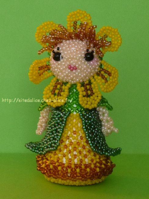 http://paysalice.free.fr//Albums/Perles/Tissage persos/poupee fleur 8fleurs1.JPG
