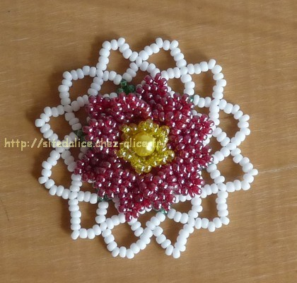 http://paysalice.free.fr//Albums/Perles/Tissage/fleur%20rouge%20st0616.jpg