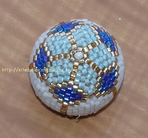 http://paysalice.free.fr//Albums/Perles/tissage%20peyote/boule%20perlee%20arlequin1.jpg