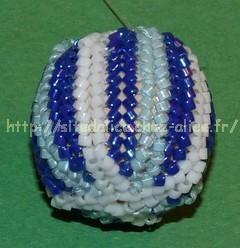 http://paysalice.free.fr//Albums/Perles/tissage%20peyote/perle%20herringboule%20bleue2.jpg