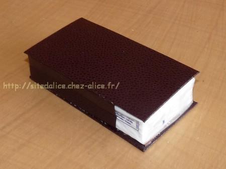 http://paysalice.free.fr//Albums/brico/etui%20mouchoir%20grand%20marron2.jpg